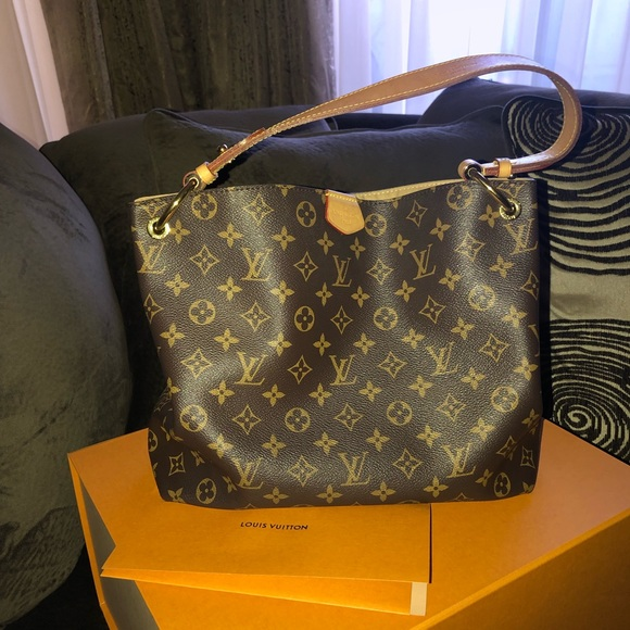 feddd655958cd7 Louis Vuitton Handbags - Louis Vuitton Graceful Pm Bag